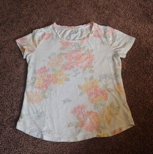 Old Navy Tops - Old navy relaxed fit white floral t-shirt